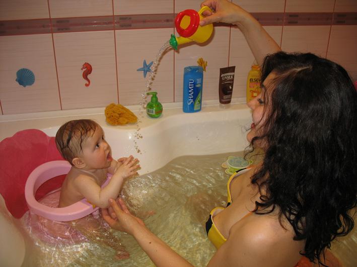 совместное купание с грудничком в ванной