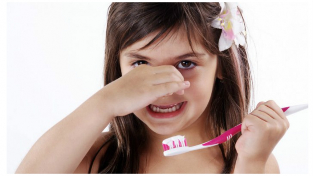 у ребенка неприятный запах изо рта