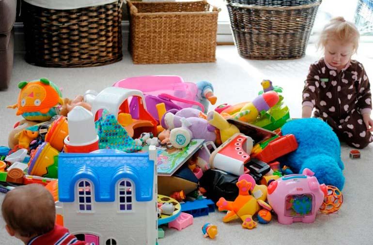 Как научить ребенка убирать свои игрушки