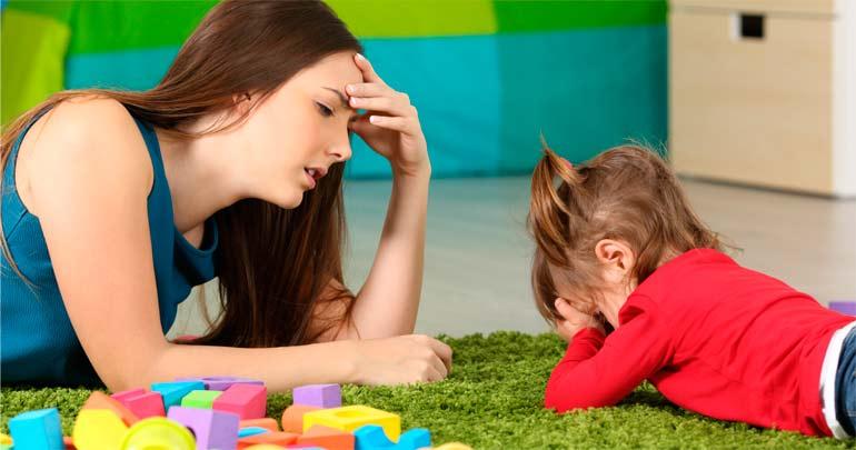 маме скучно играть с ребенком