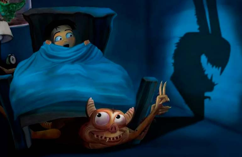 бабушка рассказывает ребенку страшные сказки