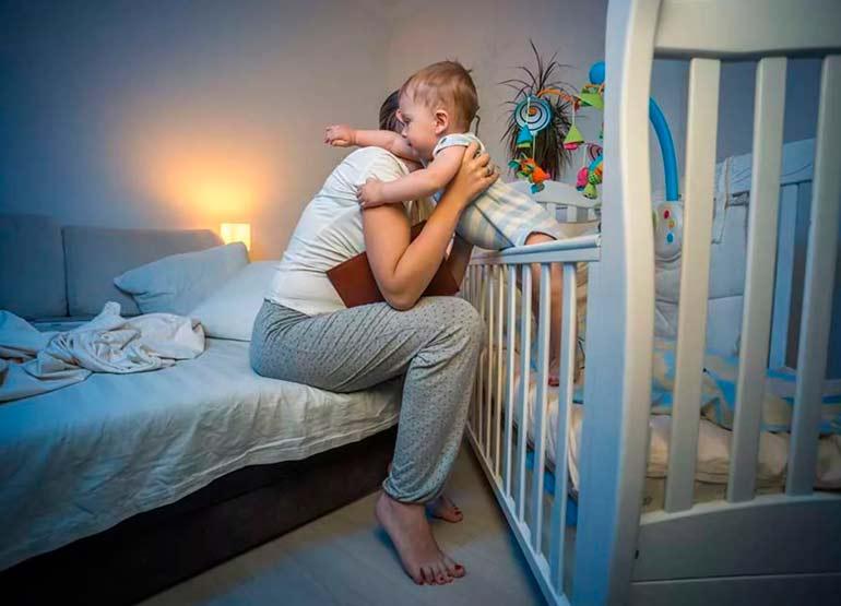сон новорожденного в комнате с родителями