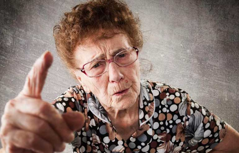 бабушка постоянно жалуется