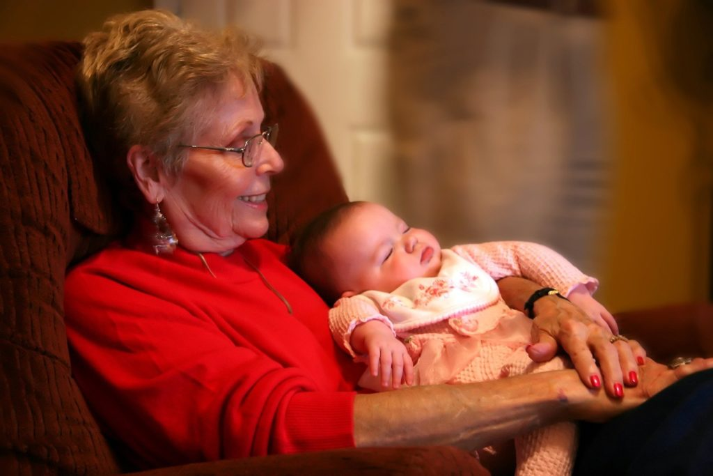 помощь бабушки после родов
